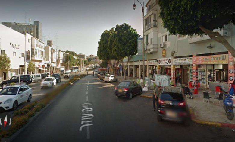 Photo of שריפה במסעדה ברחוב חיים עוזר 4 בפץח תקווה. ארבעה צוותי לוחמי אש במקום, חולץ לכוד