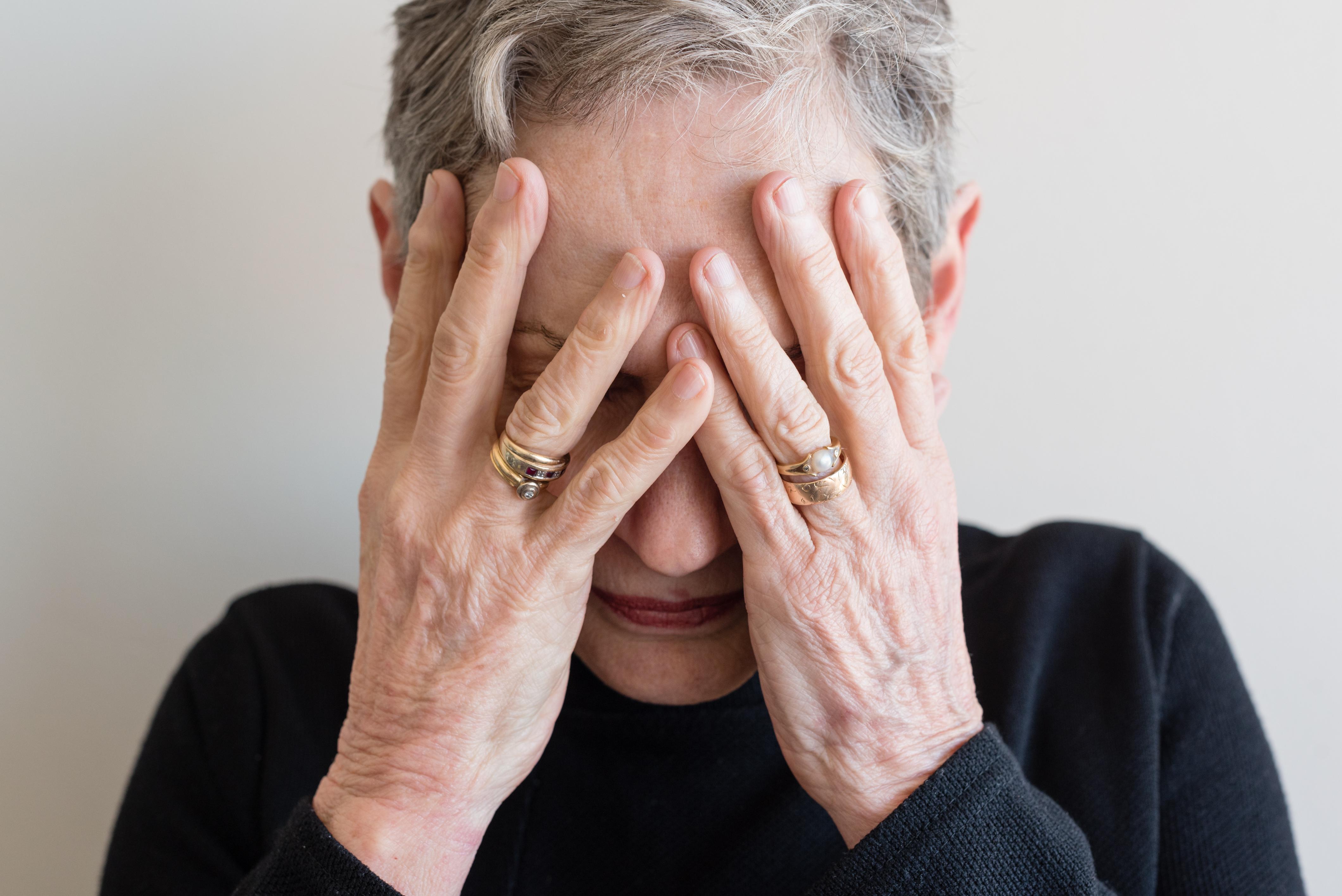 הגדיל לעשות והתקשר למשפחות הקשישים ודרש תשלום עבור תיקון שלא עשה מעולם. צילום: גטיאימג'ס