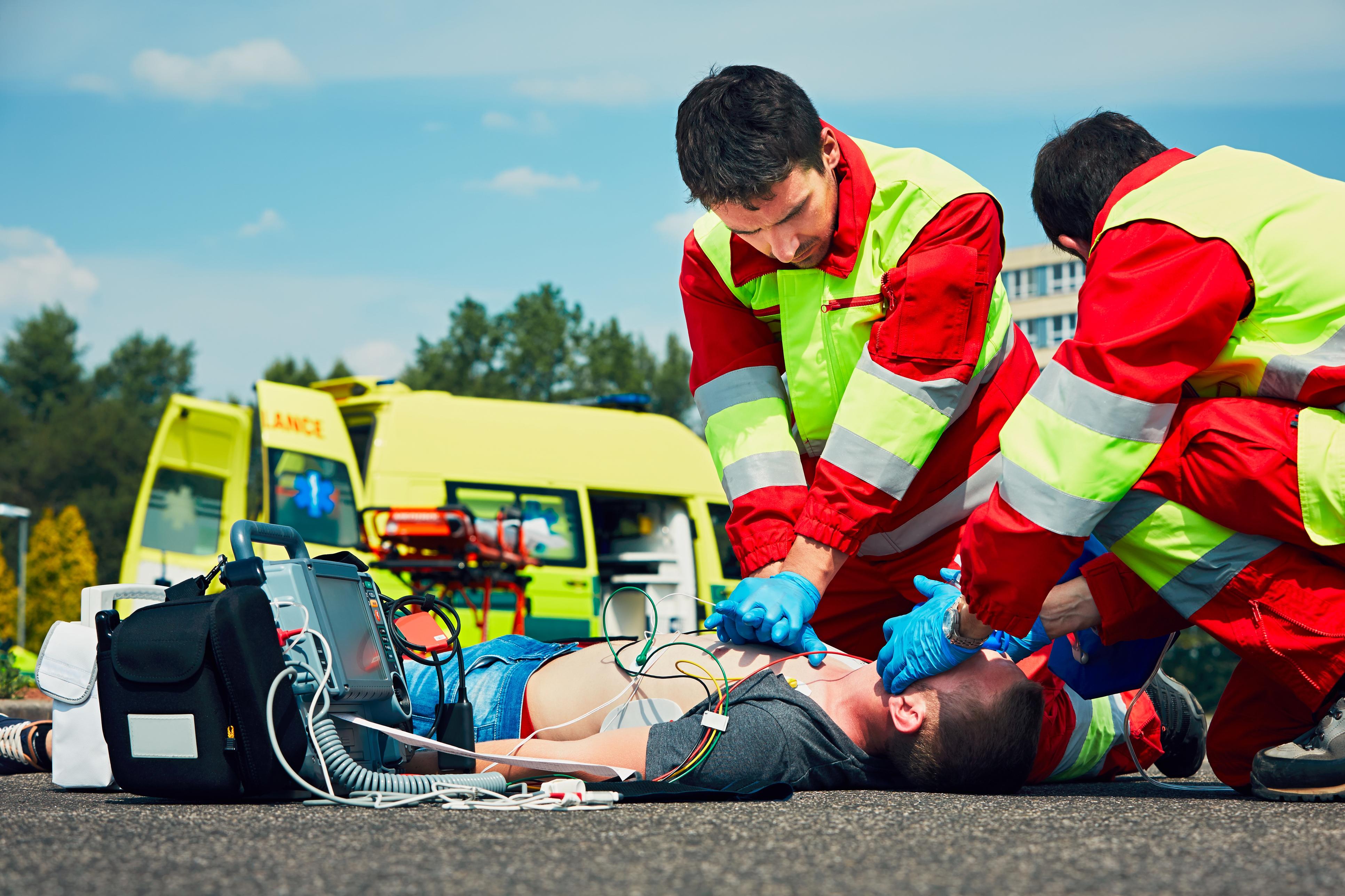Photo of בן 14 במצב אנוש, עבר פעולות החייאה, לאחר שהתמוטט ואיבד הכרה ברחוב בבני ברק