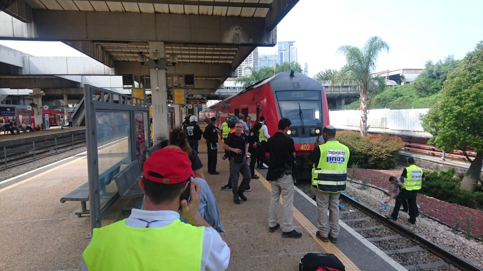 "Photo of תאונה קשה ברכבת ההגנה בת""א. גבר כבן 40 נפגע מרכבת ומצבו קשה"