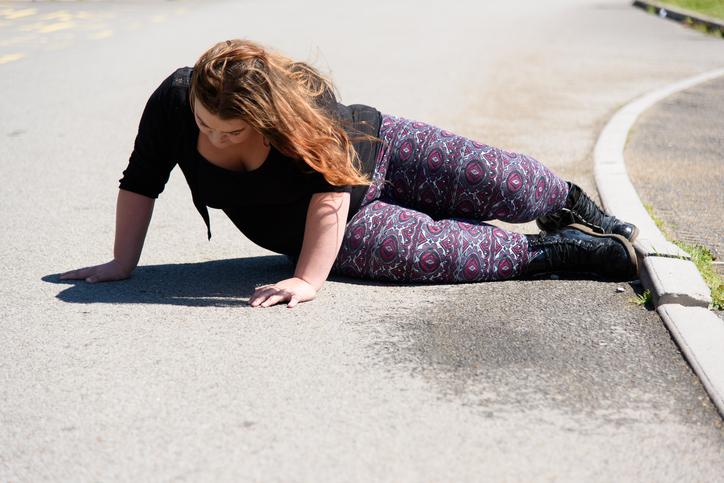 """Photo of תושבת ראשל""""צ נפלה כתוצאה ממוט ברזל במדרכה בדרך המכבים בעיר. זה כבר עלה ביוקר רב לעירייה"""