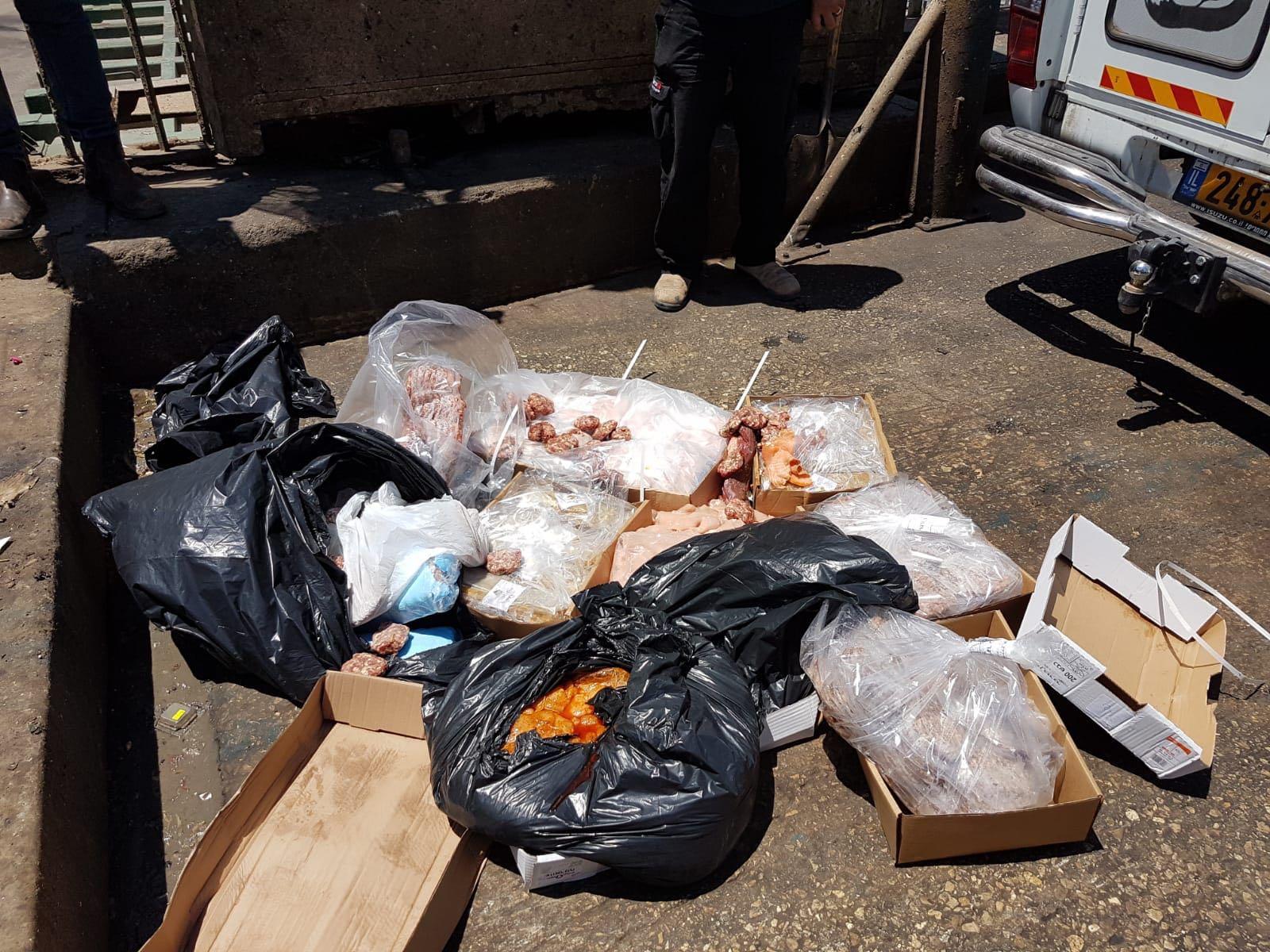 Photo of 120 קילו בשר מסוכן לבריאות, שהובל ללא קירור נתפסו בפתח קייטרינג לא חוקי ברופין בחולון