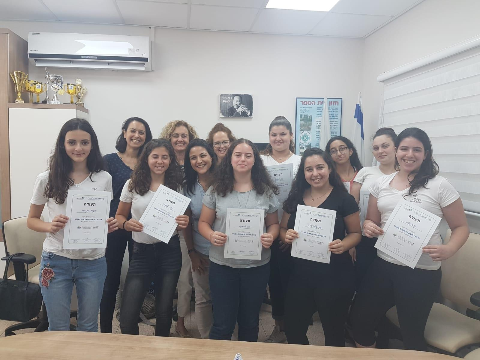 """Photo of השבוע הסתיימה סדנת כתיבה עיתונאית ומגדר בבית הספר """"אחד העם"""" בפתח תקווה"""