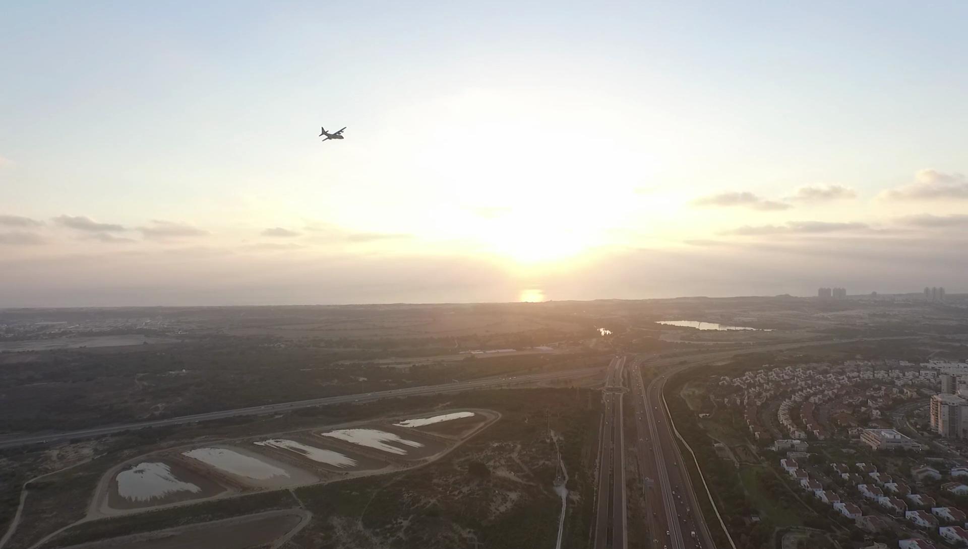 """רעש המטוסים הפך את חייהם של 1.5 מיליון תושבים במרכז ובשרון לבלתי נסבלים. צילום: עיריית ראשל""""צ"""