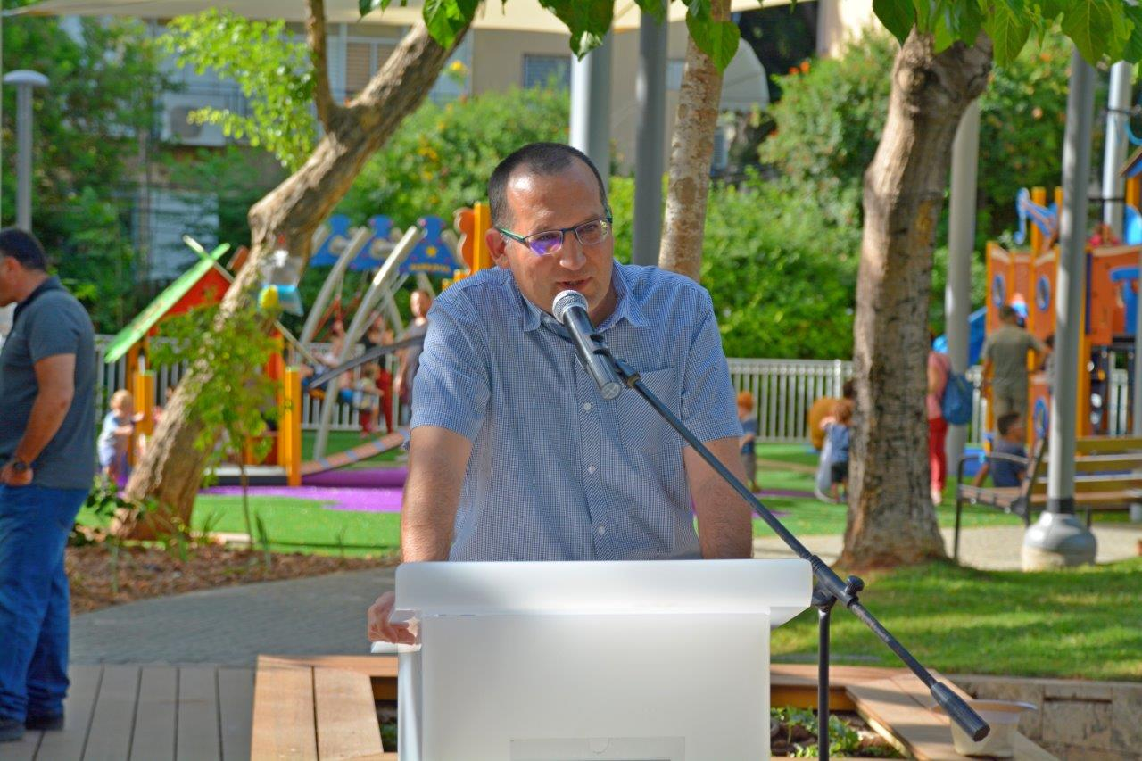 Photo of עיריית גבעתיים ממשיכה לחדש גנים ציבוריים והפעם –  גן ויקטור