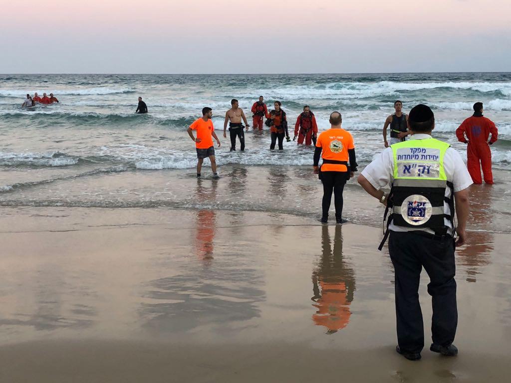 Photo of טרגדיה בחוף תאיו בבת-ים: גבר כבן 30 נמשה מהמים כשהוא ללא רוח חיים. הנסיבות בבדיקה