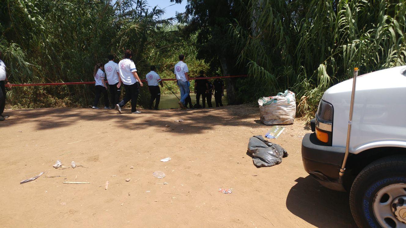 Photo of חשד לרצח: נמצאה גופת גבר צפה בשפך נחל הירקון ליד כפר הבפטיסטים