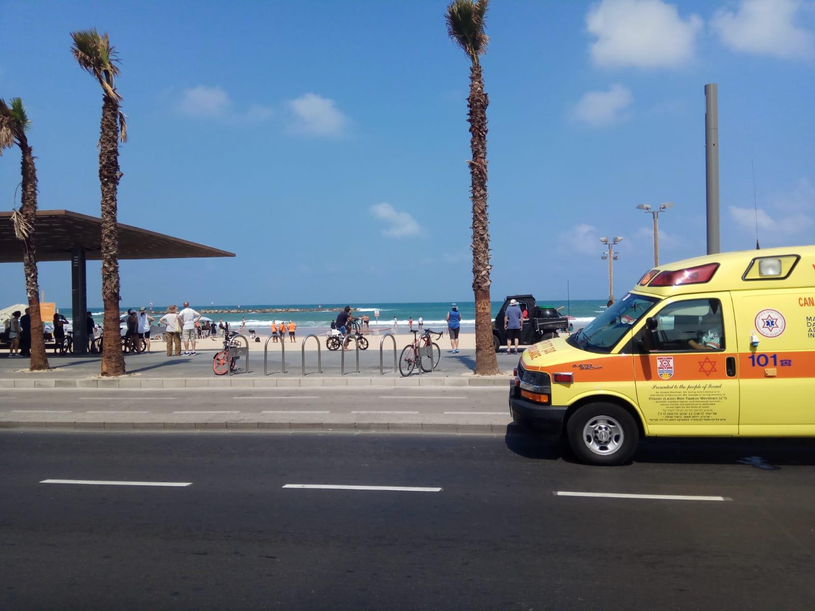 Photo of בת 77 טבעה למוות הבוקר בחוף גאולה בתל אביב. נקבע מותה לאחר נסיונות החייאה
