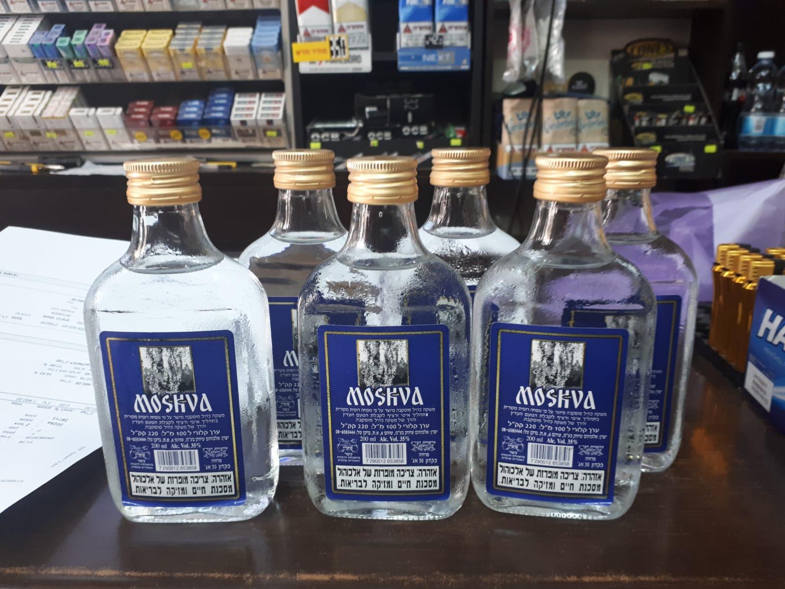 Photo of 1900 בקבוקים של אלכוהול מזויף נתפסו והושמדו על ידי המשטרה בחנות ברחוב בלפור בבת-ים. מהווים סכנה לבריאות הציבור