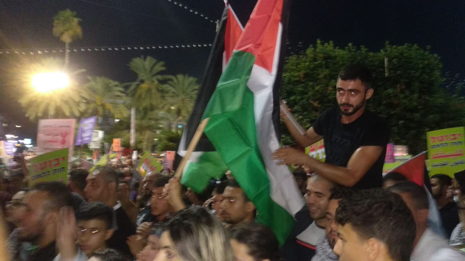 Photo of מצד אחד קוראים לביטול חוק הלאום ומצד שני מניפים דגלי פלסטין