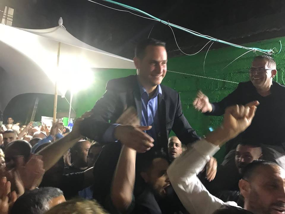 "Photo of רז קינסטליך מנצח את דב צור ונבחר לראש העיר החדש של ראשון לציון. קינסטליך: ""אעשה הכל כדי שתהיו גאים בי"""