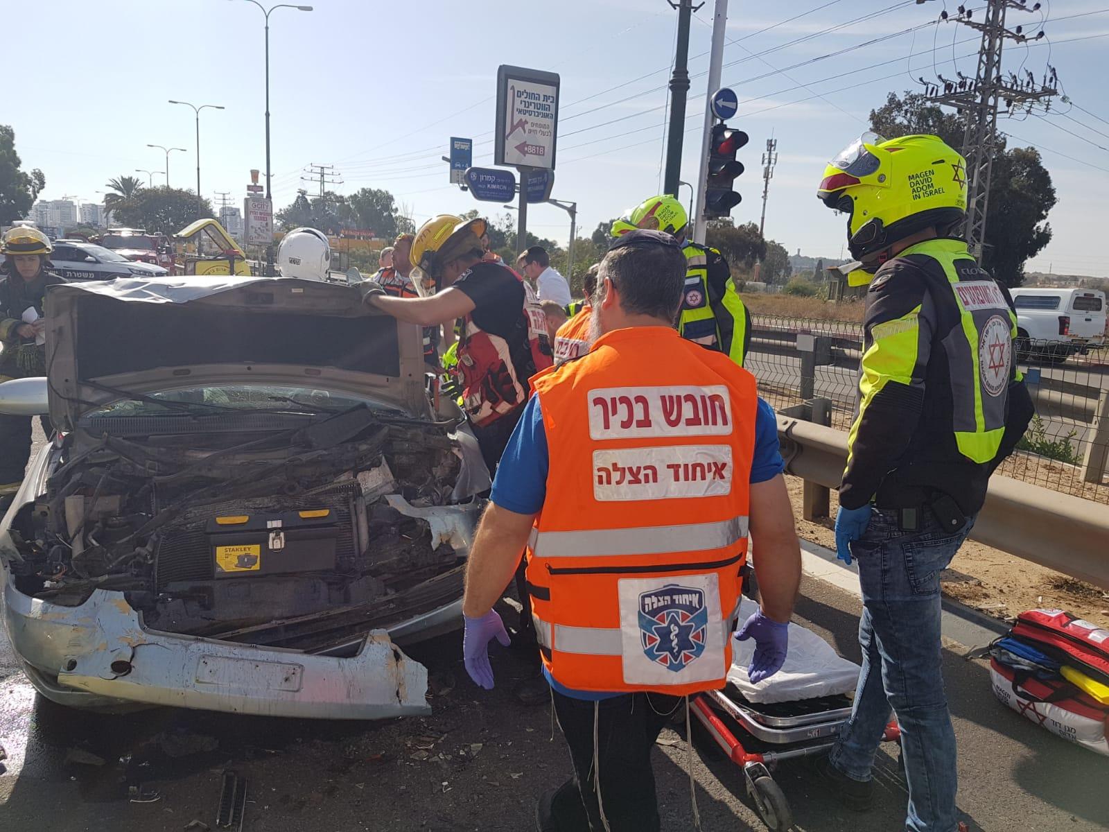 "Photo of תאונה קשה בין שני כלי רכב בדרך המכבים בראשל""צ. פצועה אנוש בזירה חולצה על ידי עוברי אורח"