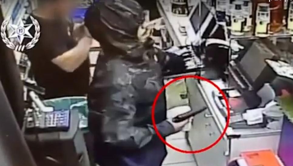 "Photo of שוד בנק דואר בבני ברק: סריקות נרחבות בר""ג ובני ברק אחר השודד, ששדד עם פתק"