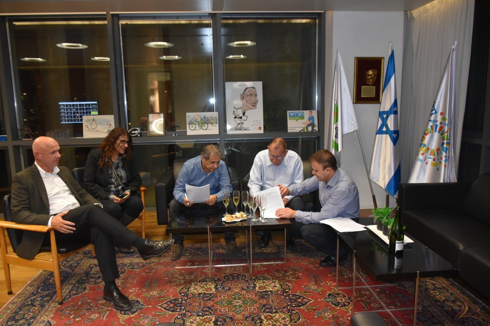 "Photo of נחתם הסכם קואליציוני בין סיעת ""תל אביב 1"" לסיעת ""הליכוד"""
