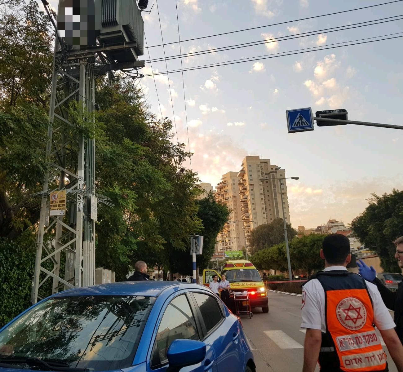 "Photo of טרגדיה בראשל""צ. צעירה בת 20 התחשמלה למוות כשטיפסה, ככל הנראה בכוונה אובדנית, על עמוד חשמל ברחוב הקוקיה בעיר"