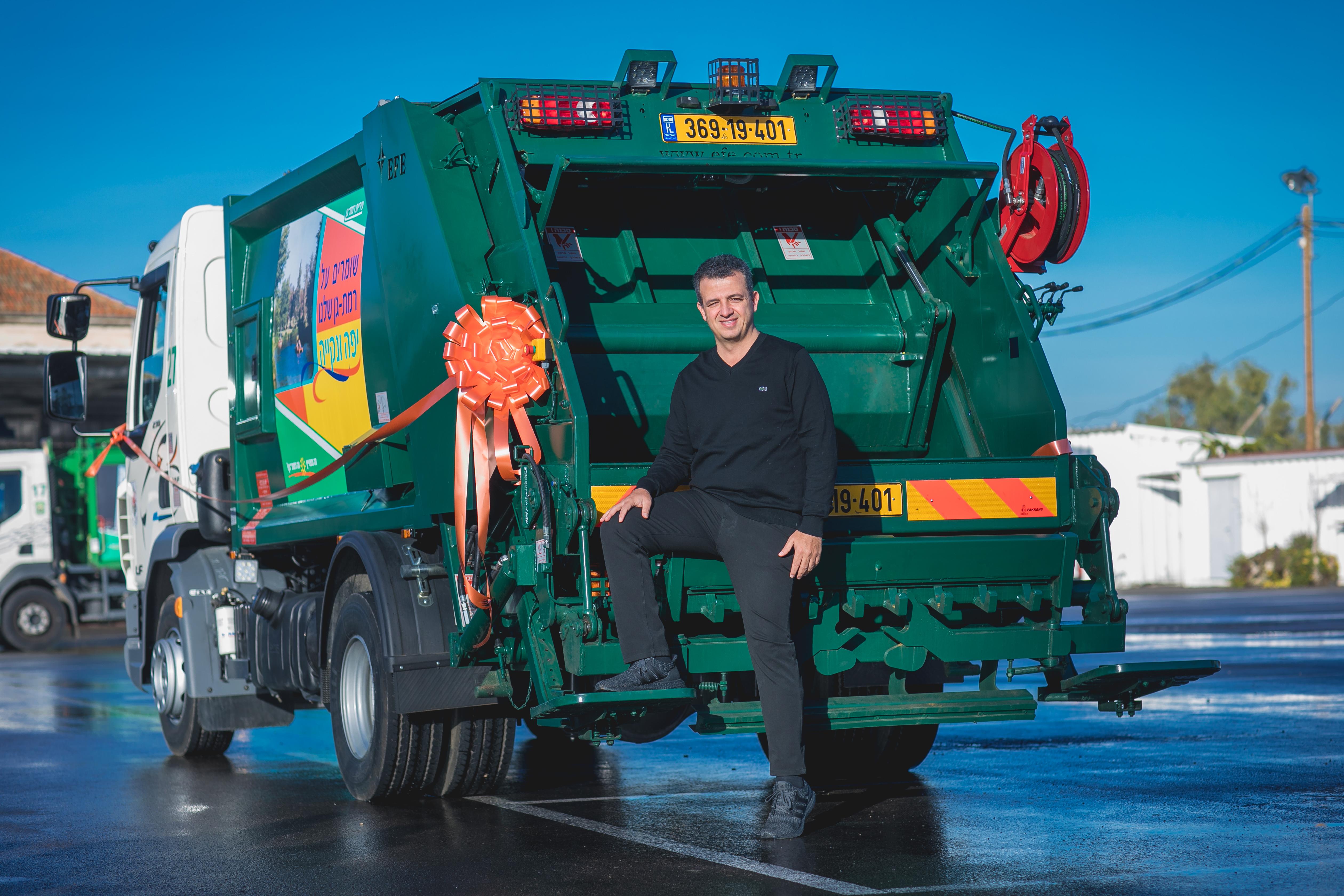 "Photo of משאית פינוי האשפה החדישה ""בייבי 5"" הושקה לציבור"