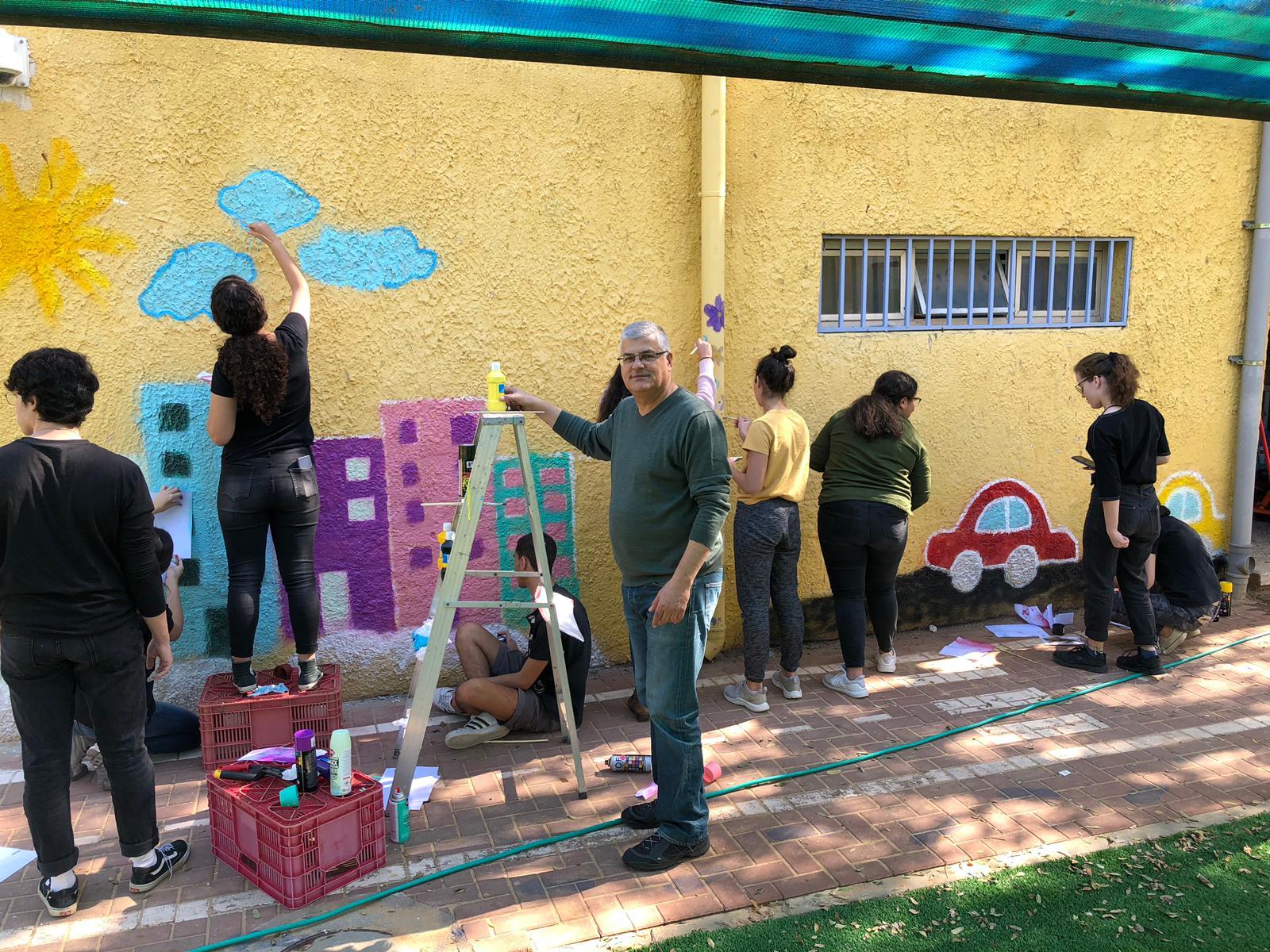 Photo of מעורבות חברתית: צובעים את גן השדרה