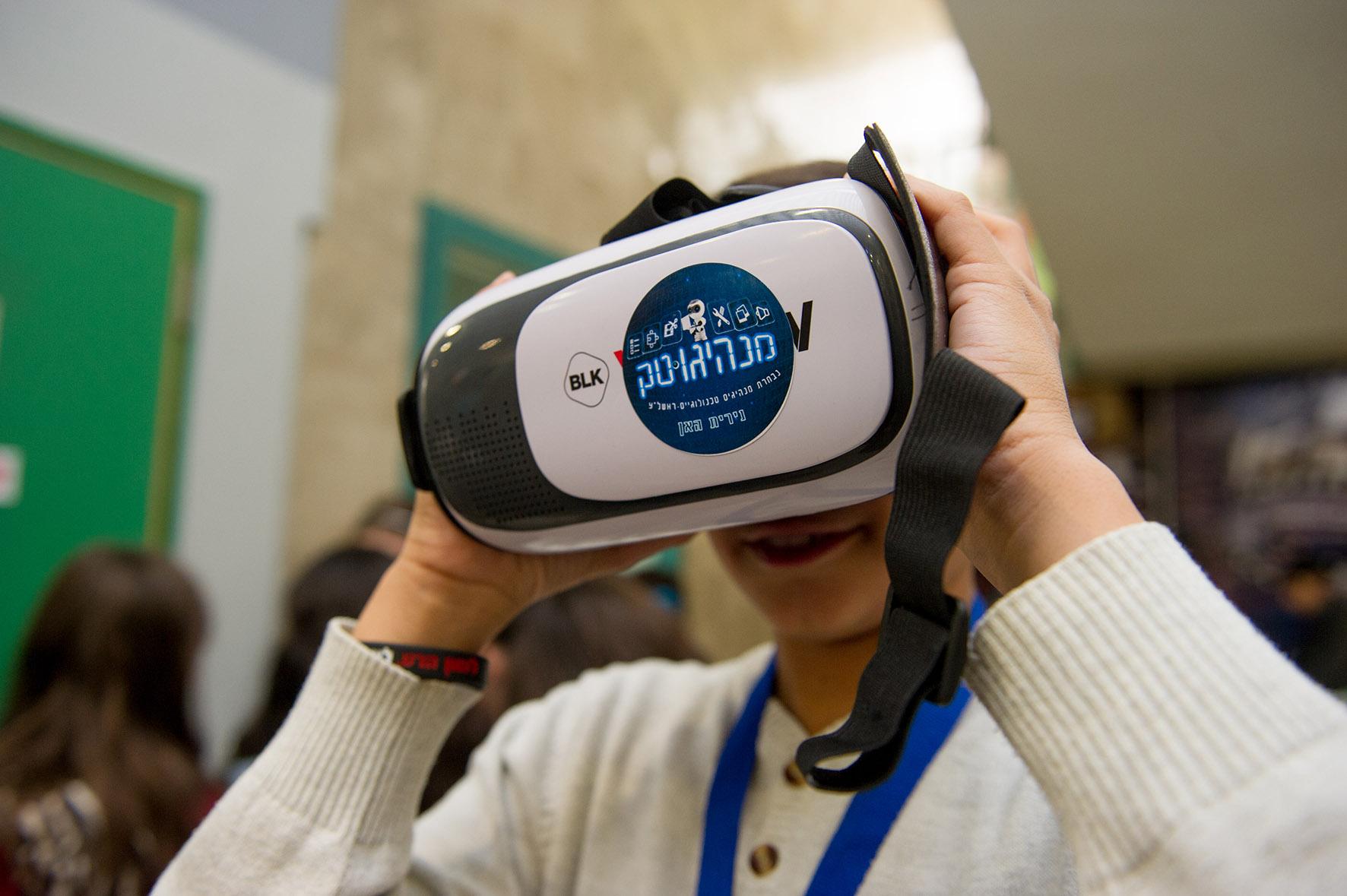 """Photo of כנס מנהיגוטק בבתי הספר היסודיים: רובוטיקה, מציאות מדומה ומשחק הרשת הפופולארי """"מיינקראפט"""""""