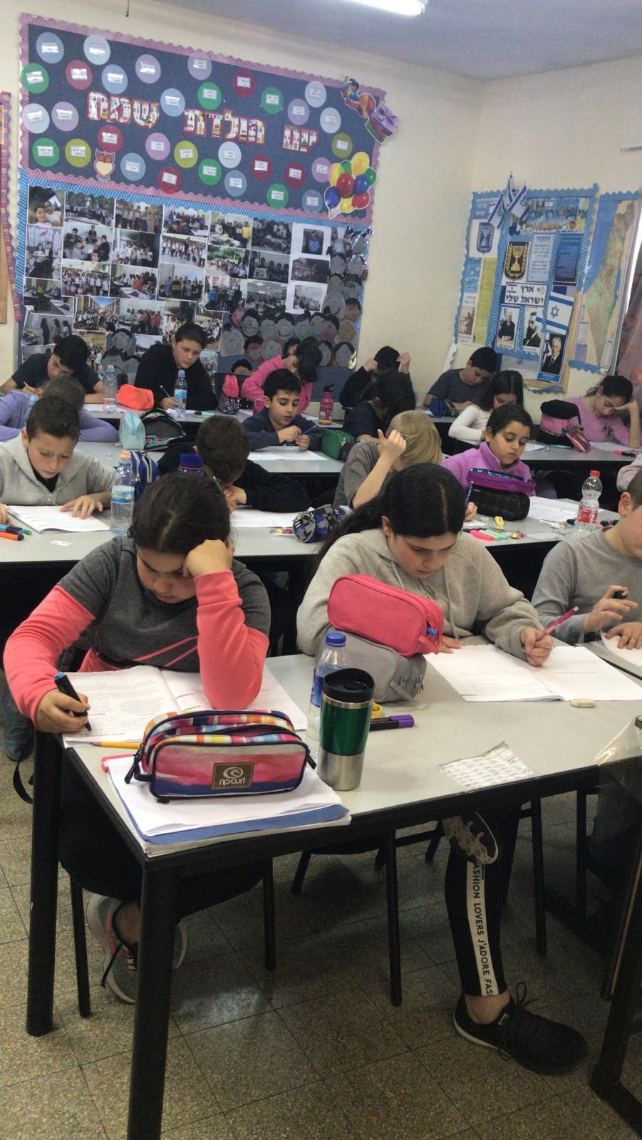 """Photo of למרות קריאת ועדי ההורים שלא להתייצב לבחינות המיצ""""ב הבחינות התקיימו עם מספר גבוה של תלמידים נבחנים. ניצחון למשרד החינוך"""
