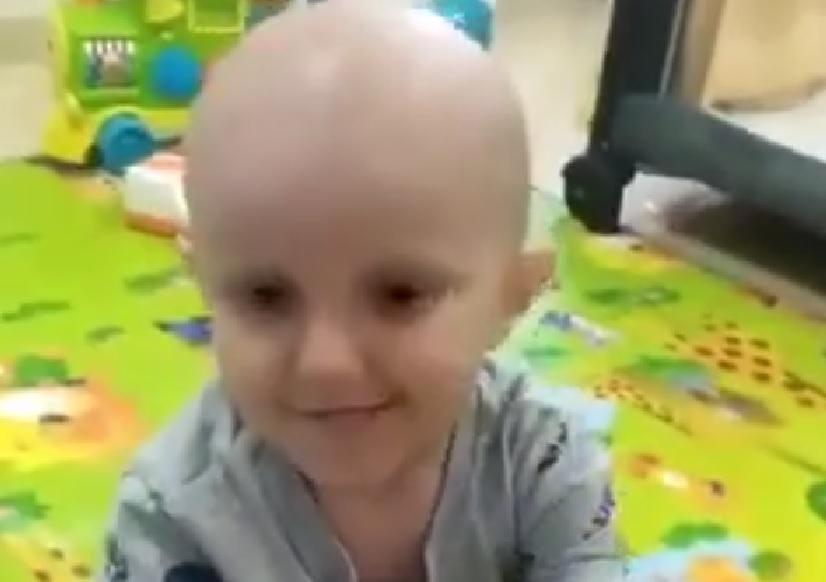 דני בן השנה וחצי, זקוק לעזרה אלמנטרית כדי להשתקם מהסרטן האגרסיבי. צילום: רשת