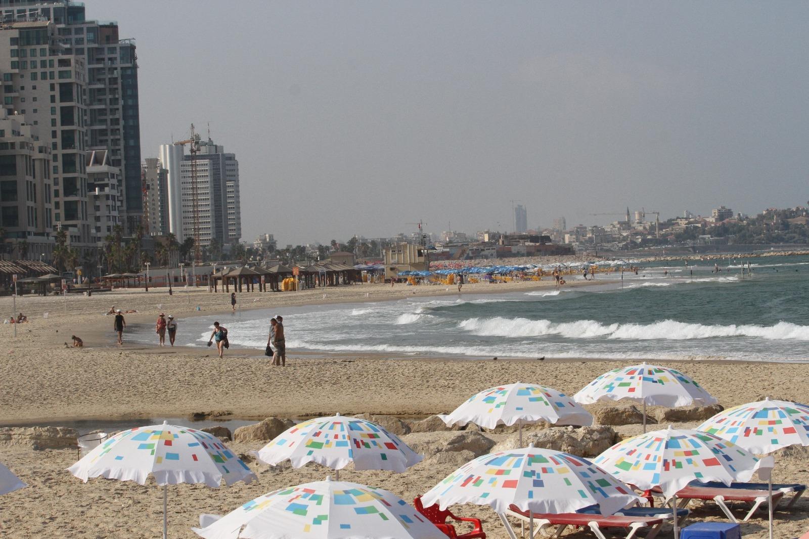 Photo of עונת הרחצה נפתחת בתל אביב עם הוזלה במתקנים ופיקוח על מחירי האוכל בחופים