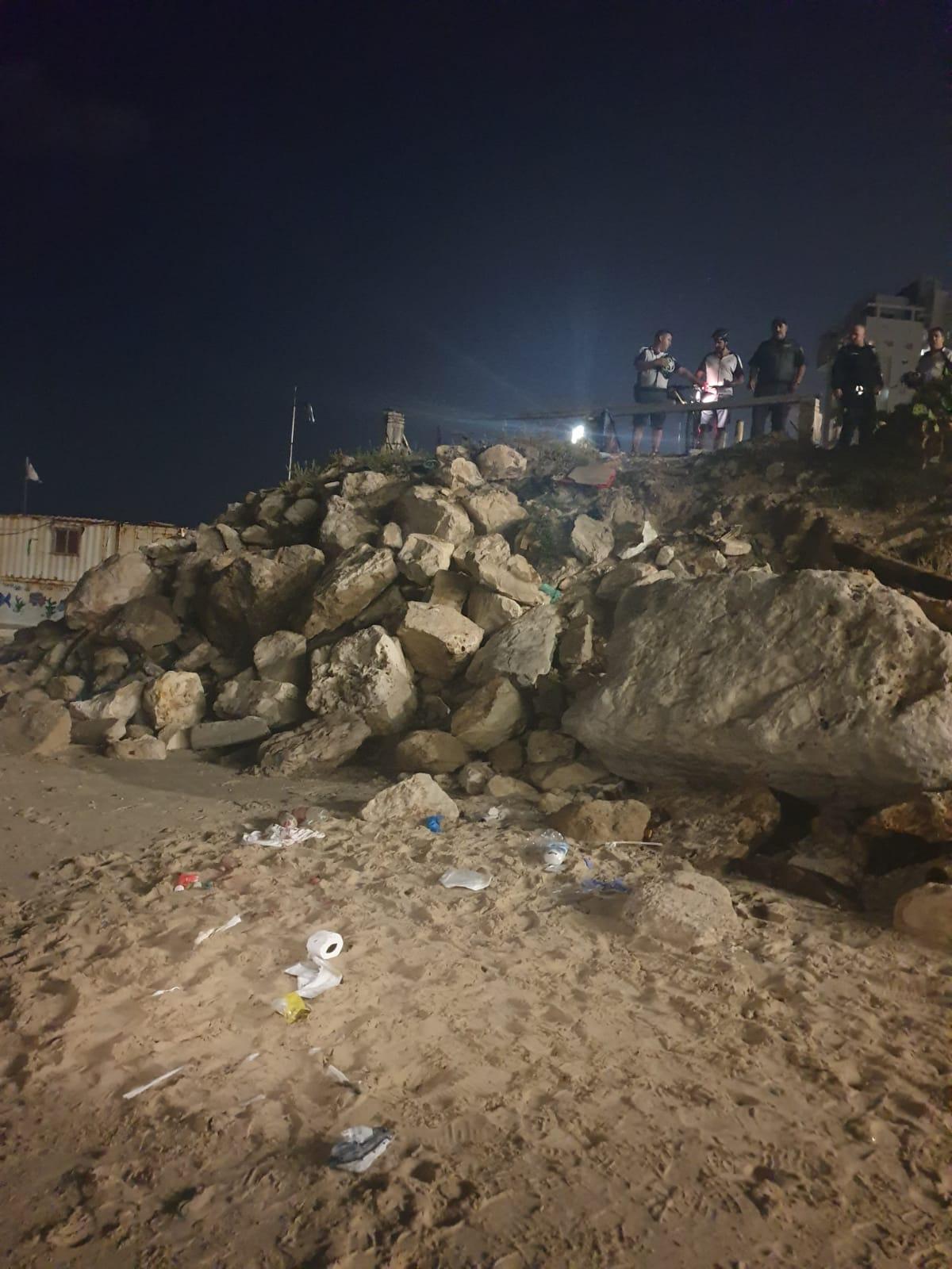 Photo of טרגדיה בבת-ים:  ילד בן 9 במצב אנוש לאחר שנפל מצוק בחוף סי פאלאס בעיר. מבוצעות בו פעולות החייאה