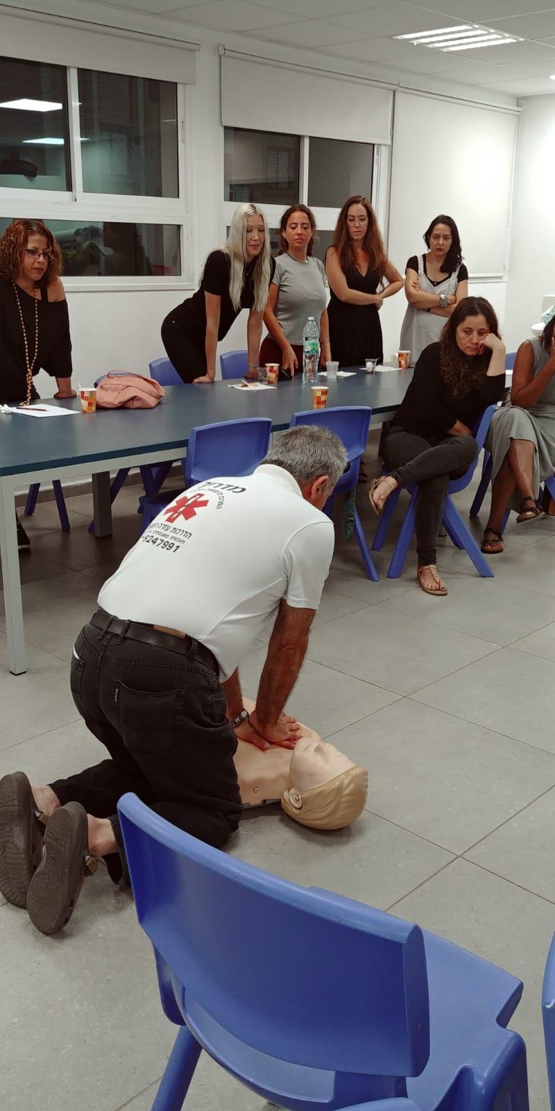 Photo of קורס החייאה ועזרה ראשונה לילדים ותינוקות ללא עלות בראשון לציון