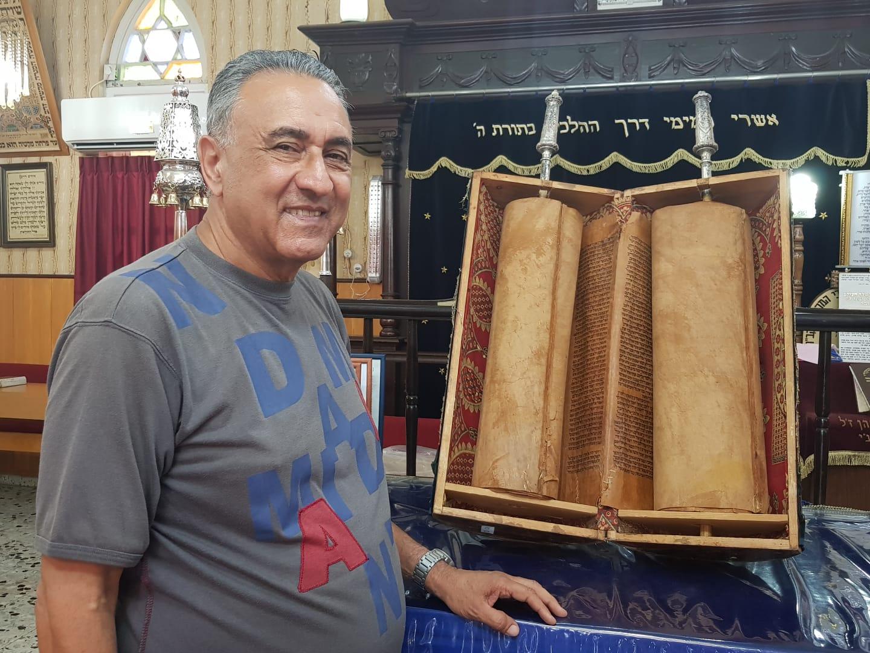 Photo of מרגש: ספר תורה בן 110 שנים מתימן נתרם למוזיאון ראשון לציון