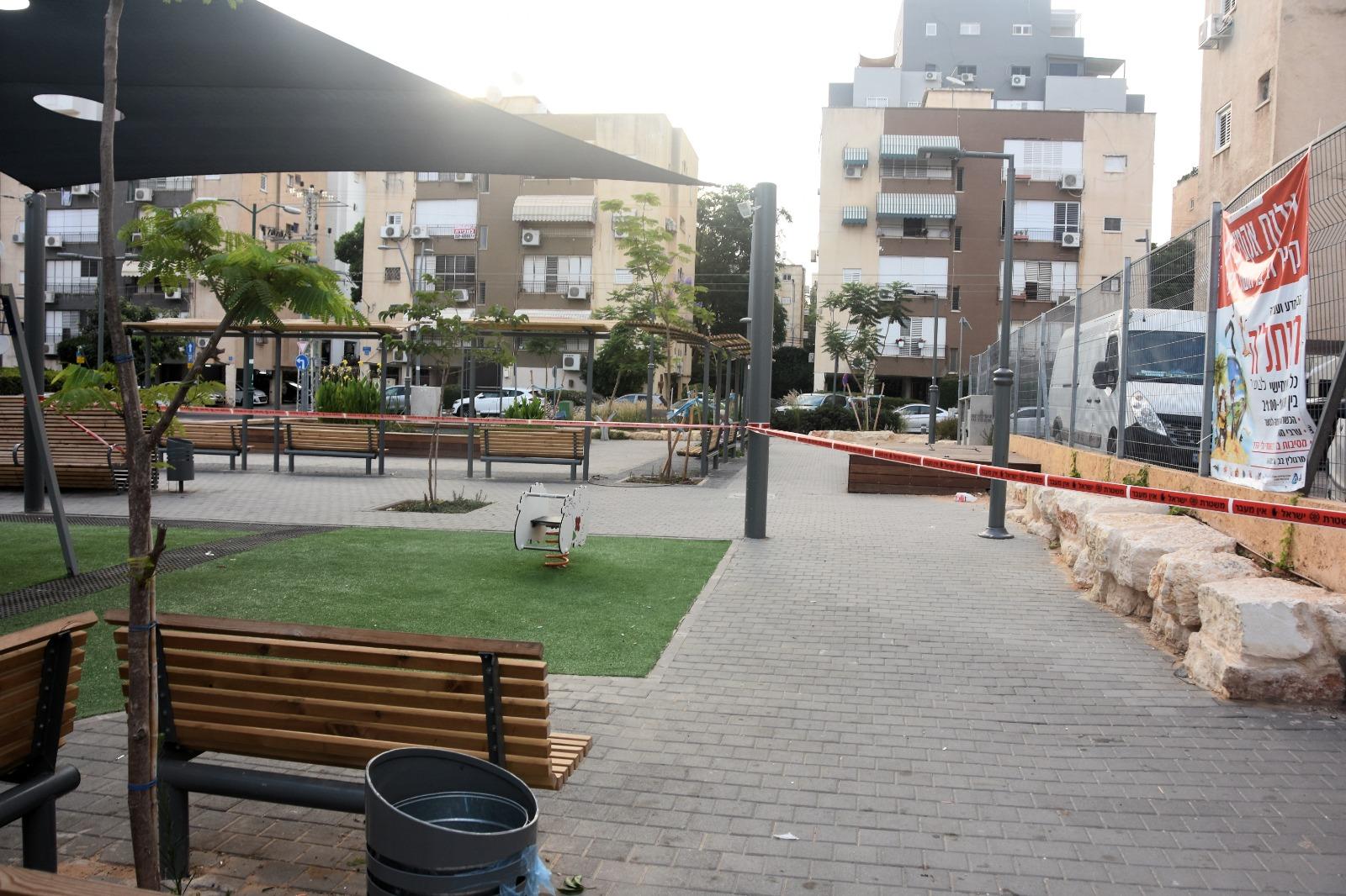 """הגן הציבורי בו קרתה התקיפה החמורה של תושב ראשל""""צ וכלבו. צילום: משטרת ישראל"""