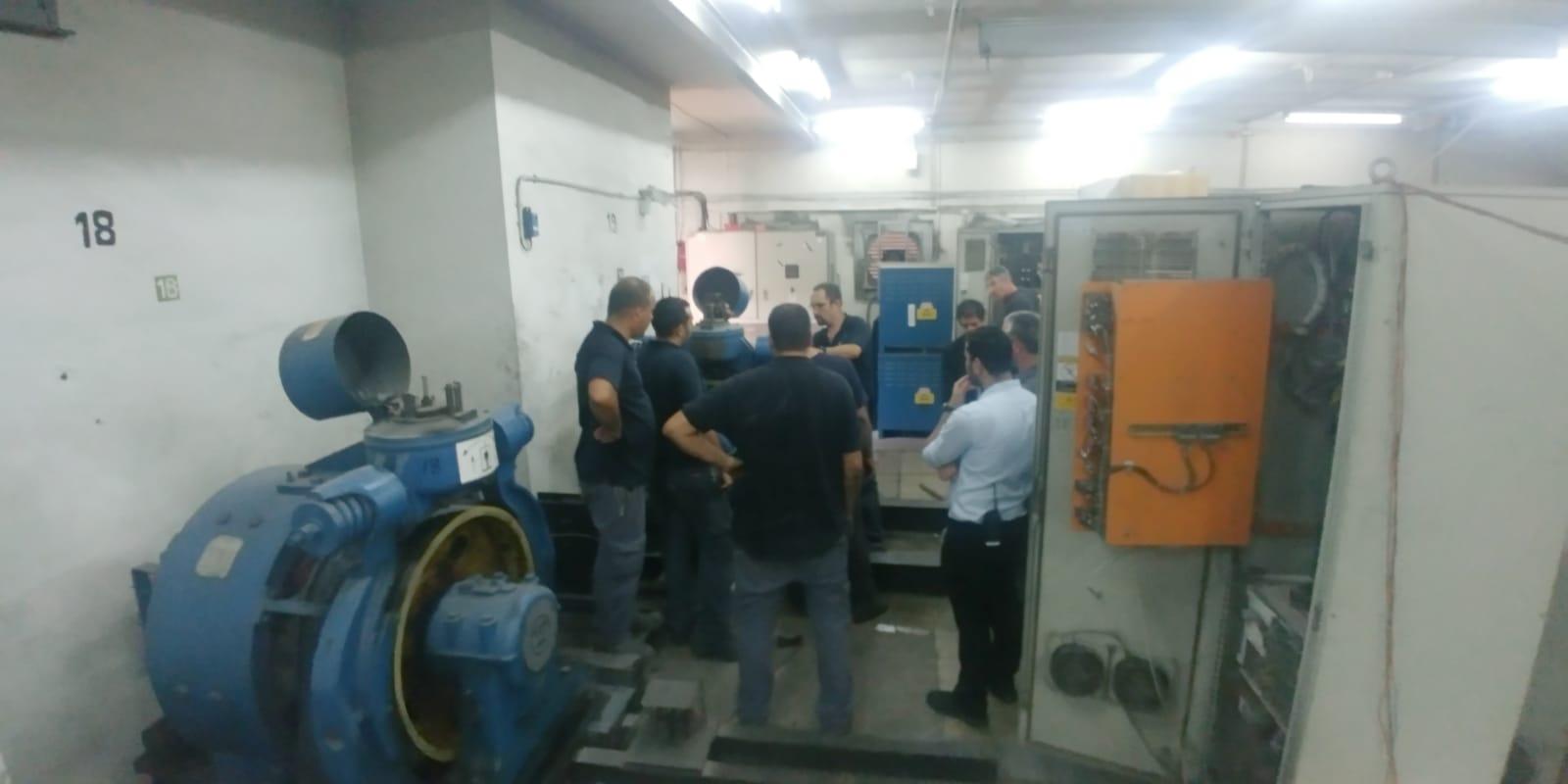 "Photo of בשל נפילת חשמל ברחבי ראשל""צ, עשרות לכודים במעליות ברחבי העיר. צוותי לוחמי אש פועלים לחילוץ הלכודים"