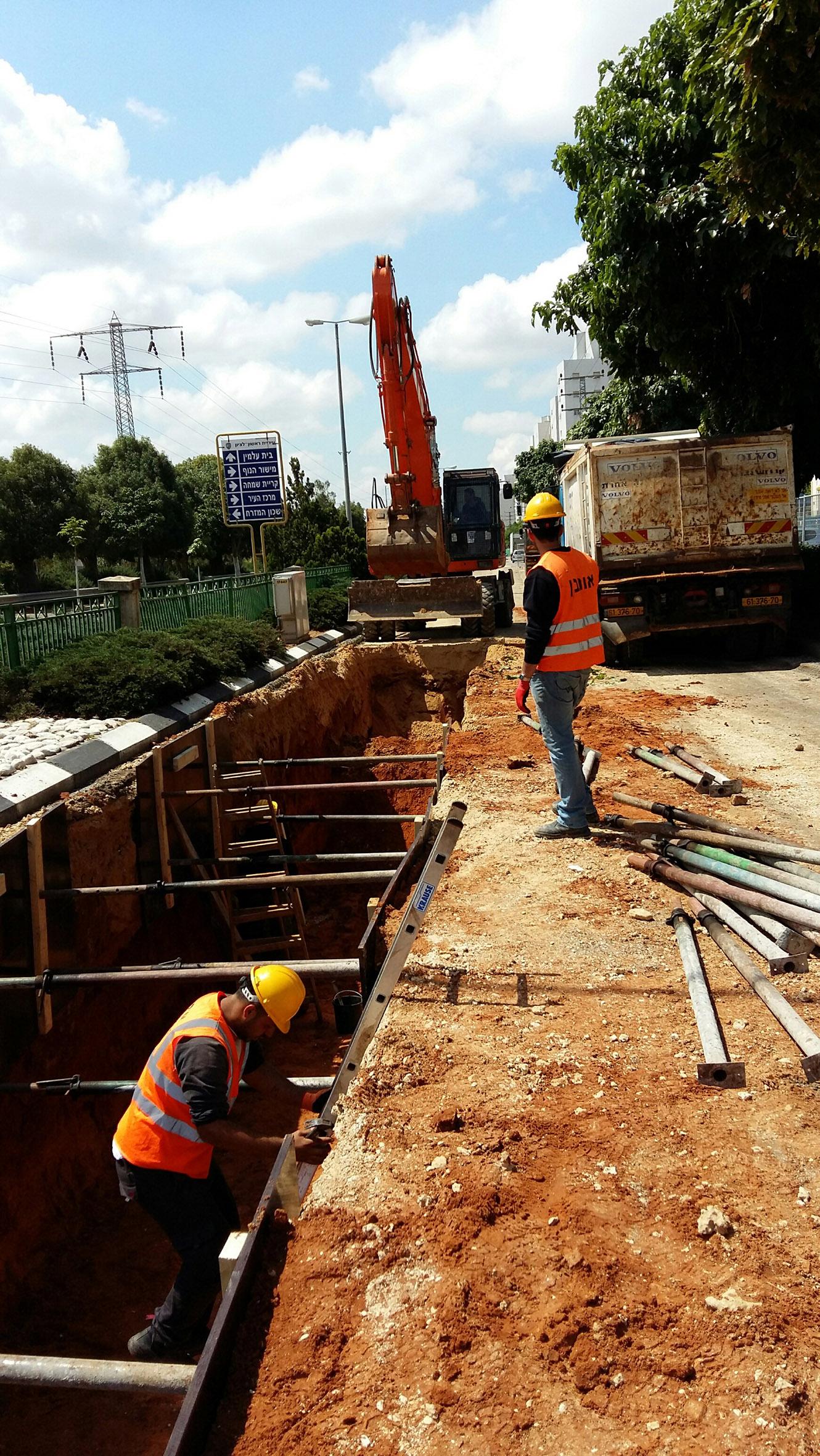 Photo of הושלם: הסתיימו העבודות להטמנת  קו המתח ברחוב יגאל אלון בראשון לציון