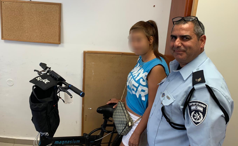 Photo of קטין בן 13 גנב אופניים מצעירה בחולון. בזמן שהיא מגישה את התלונה – הוא כבר נלכד