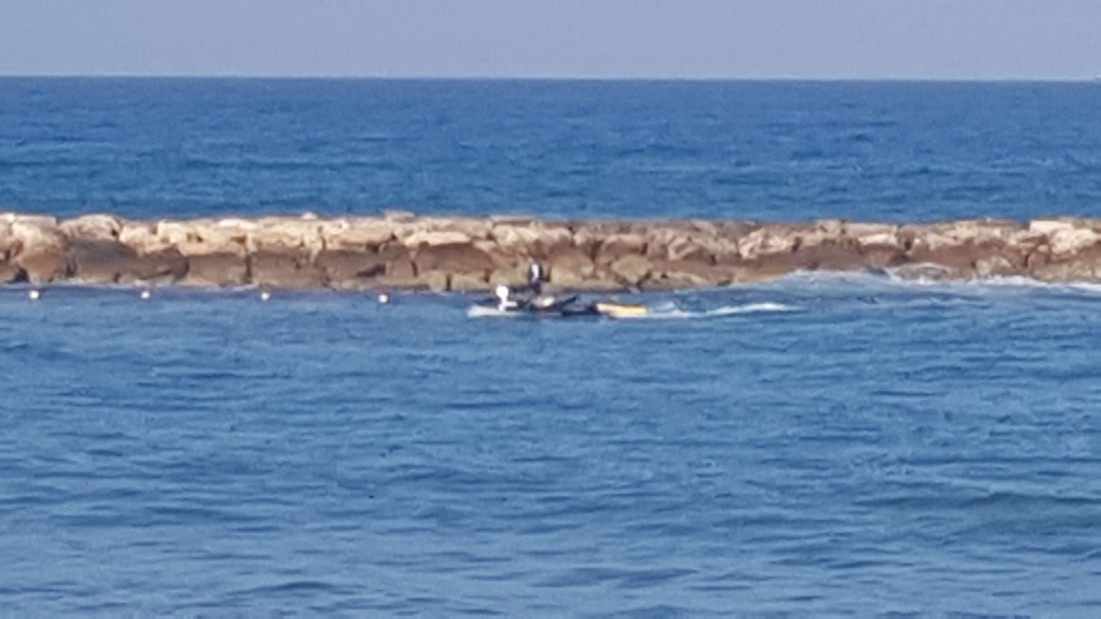 """Photo of משרדי הפנים והבריאות סגרו לרחצה את חוף """"מציצים"""" בת""""א, לאחר שנמצאו במים רמות חריגות של זיהום"""
