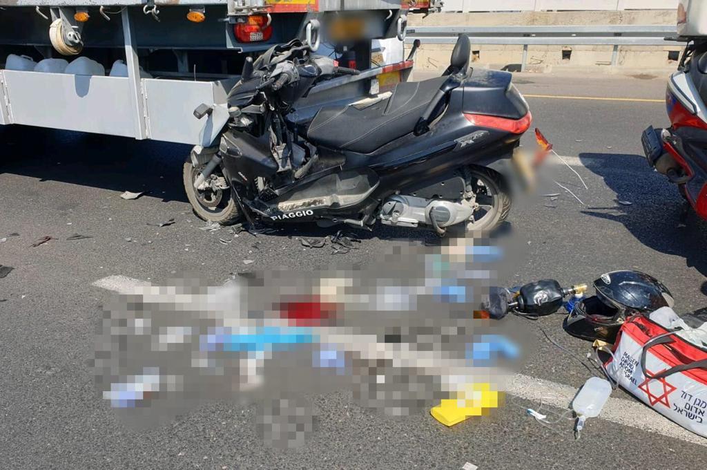 """זירת התאונה הקשה סמוך לאור יהודה. צילום: דוברות מד""""א"""