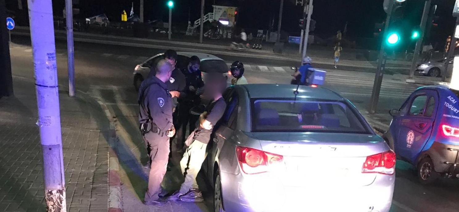Photo of בלי מצפון: שני בני 15 פרצו לביתו של בן 90 ברמת גן, בעודו בבית גנבו את מפתחות רכבו ואת הרכב. נסיעה חשודה שלהם הביאה למעצרם