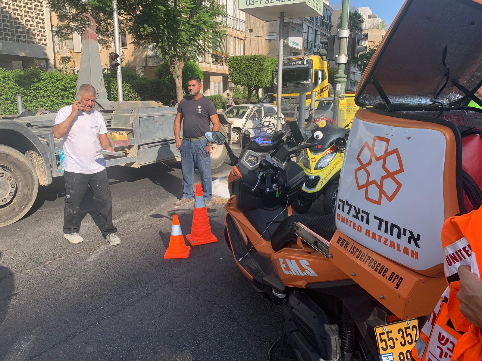 התאונה בוייצמן גבעתיים. המשאית לא הבחינה בכסא גלגלים? צילום: איחוד הצלה