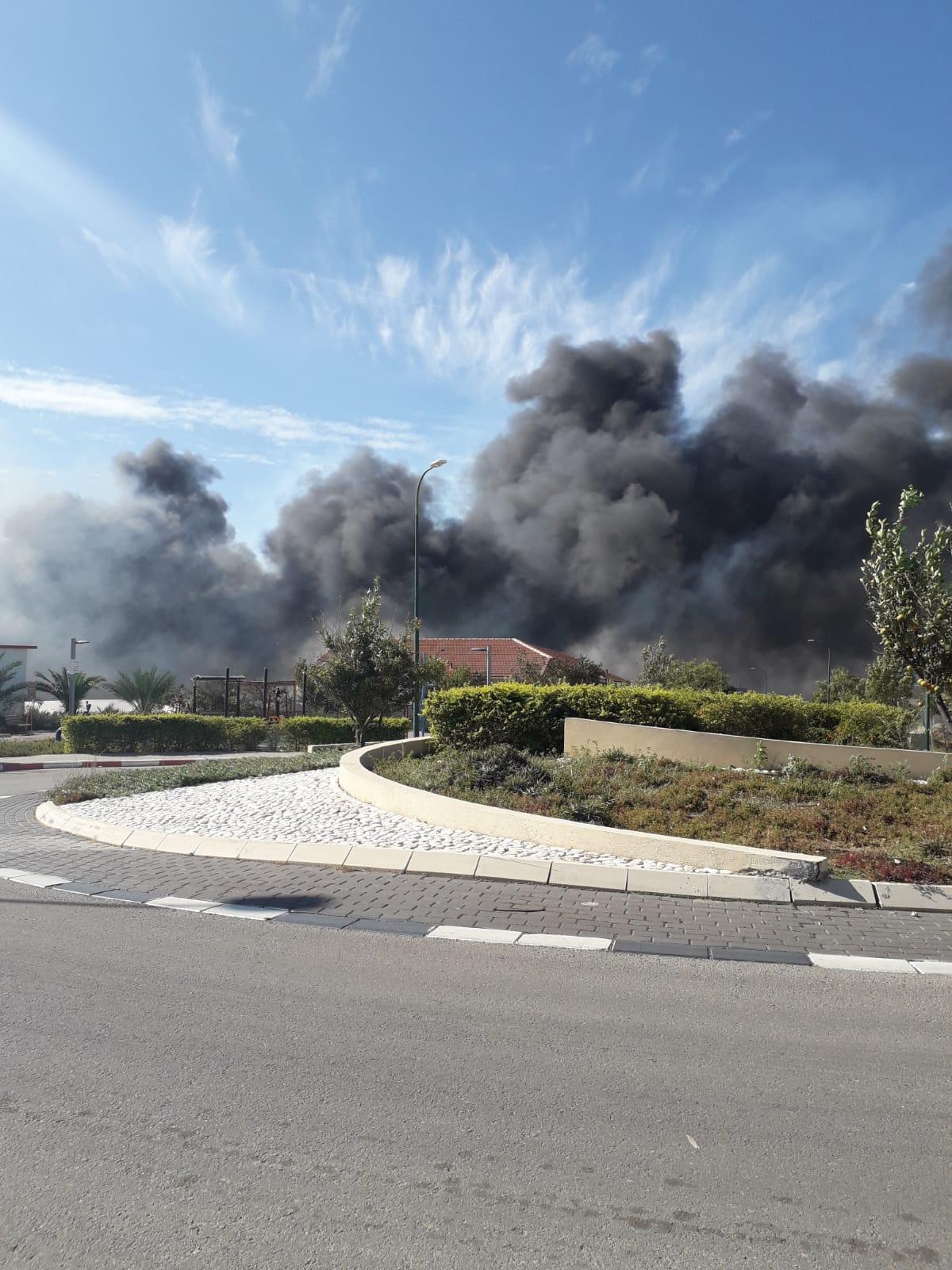 Photo of שריפות משתוללות במספר מוקדים מהיישוב יסודות ועד לוד ונתניה. עשרות צוותי כיבוי ומטוסים הוזנקו