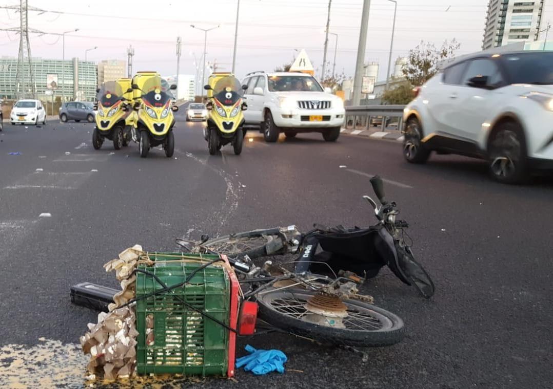 Photo of בתאונה היום בין אופנוע לאופניים החשמליים: שני פצועים כבני ארבעים במצב קשה