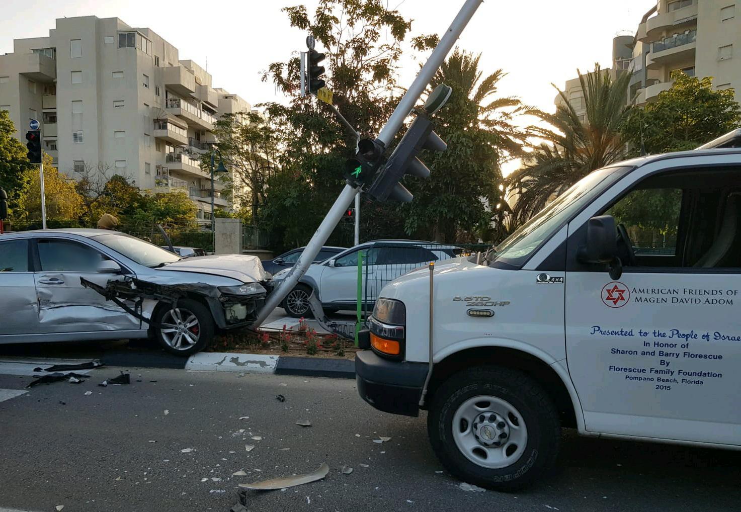 """זירת התאונה הבוקר באלי ויזל בראשל""""צ. צילום: תיעוד מבצעי מד""""א"""