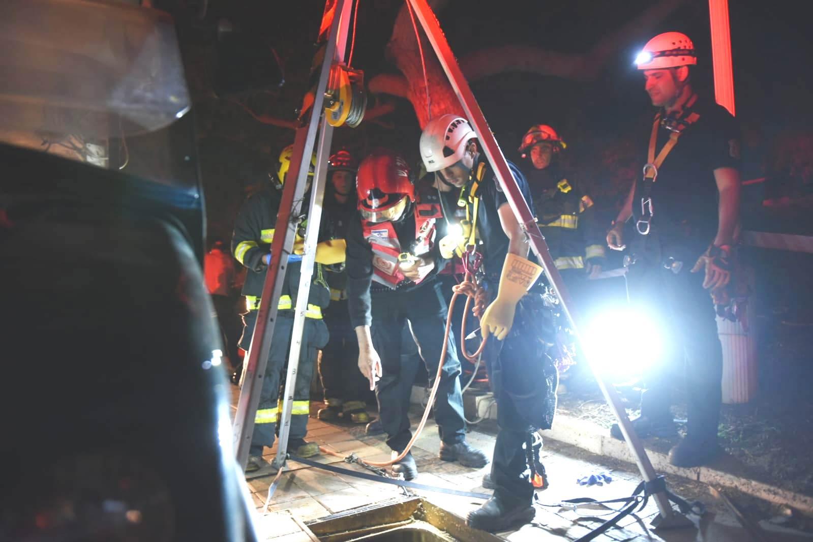 "Photo of תאונת עבודה: עובד תחזוקה נפל לבור בשטח אוניברסיטת בר אילן, חולץ ופונה לבי""ח"
