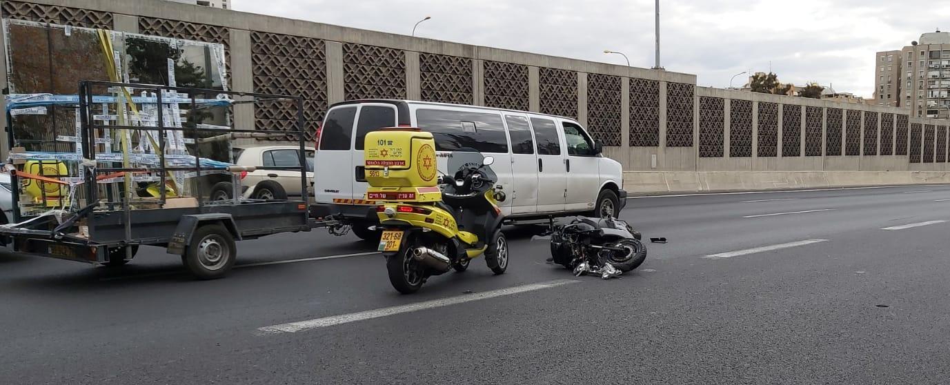 Photo of רוכב אופנוע נפגע מרכב בכביש 20 ממחלף קוממיות לדרום סמוך ליציאה למחלף יוספטל