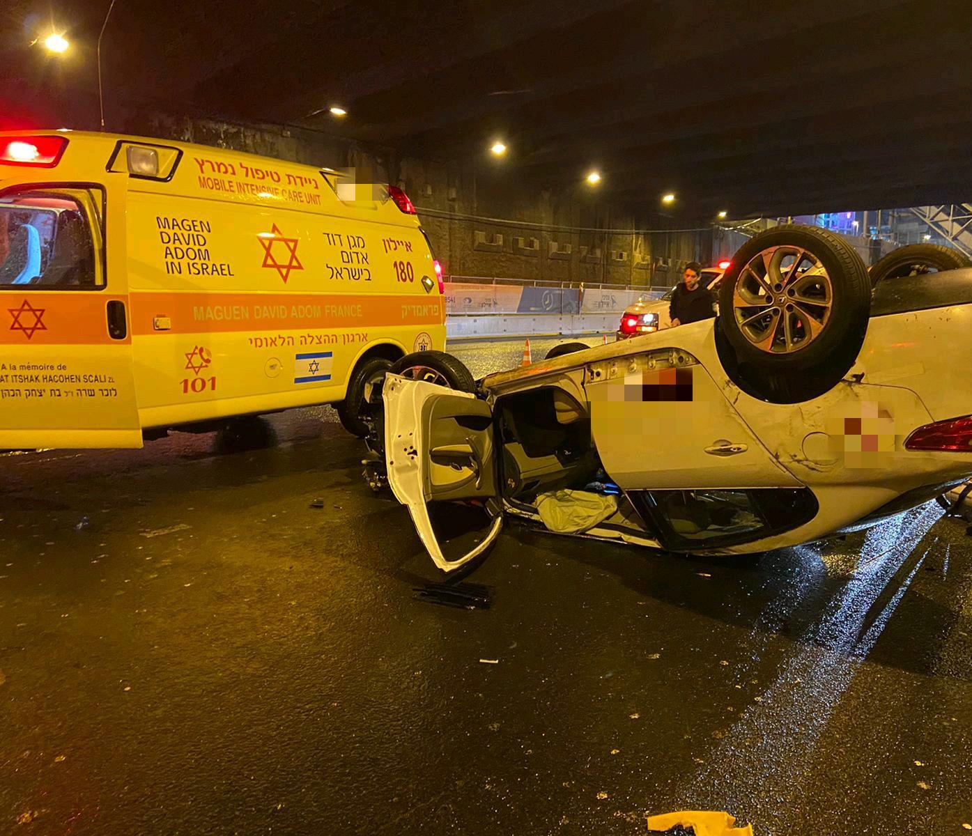 "Photo of תאונה קטלנית לפנות בוקר מתחת למחלף השלום בת""א: בן 65 נהרג כתוצאה מהתהפכות רכבו"