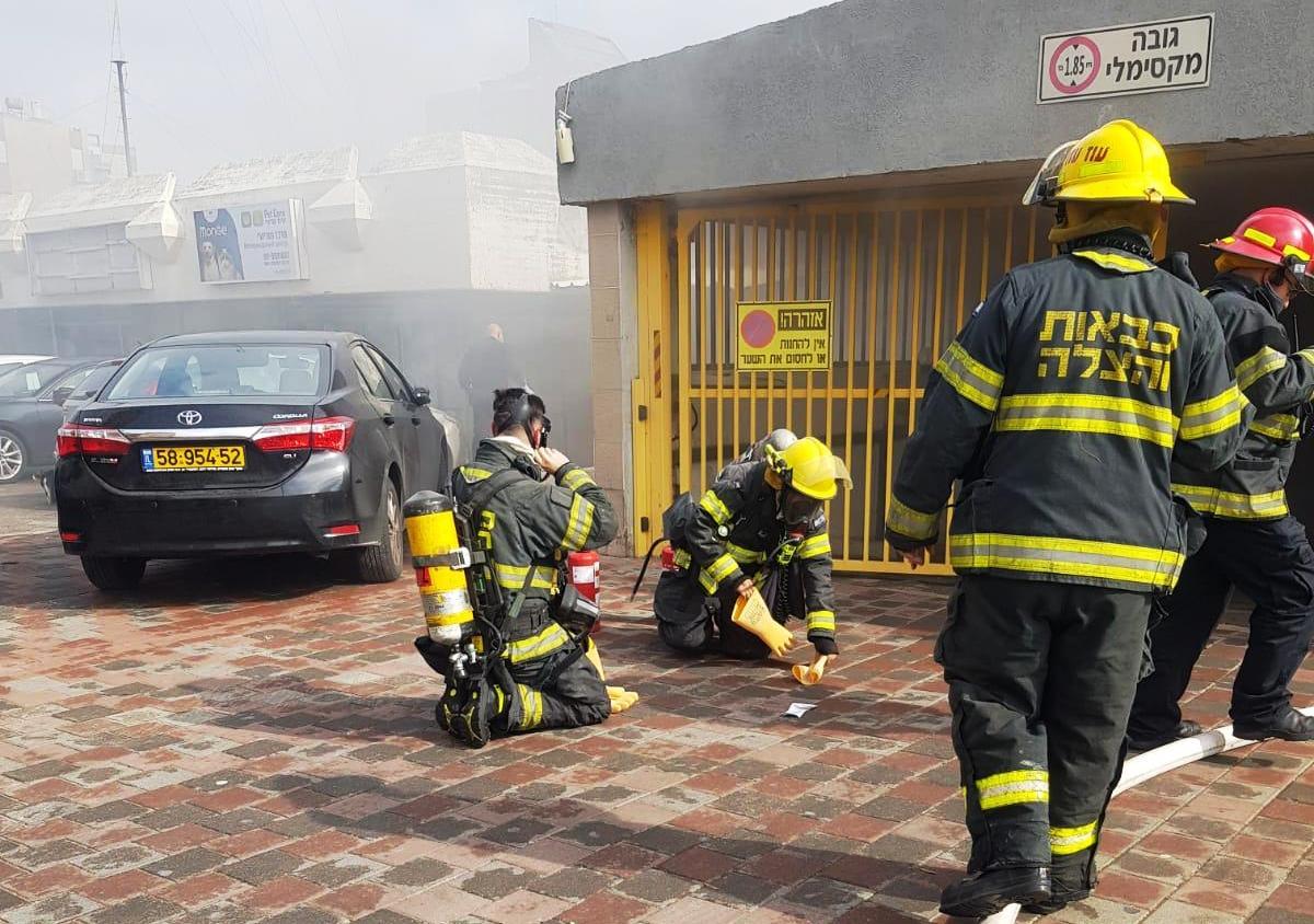 שריפה בבניין רב קומות בבת ים. צילום כיבוי אש