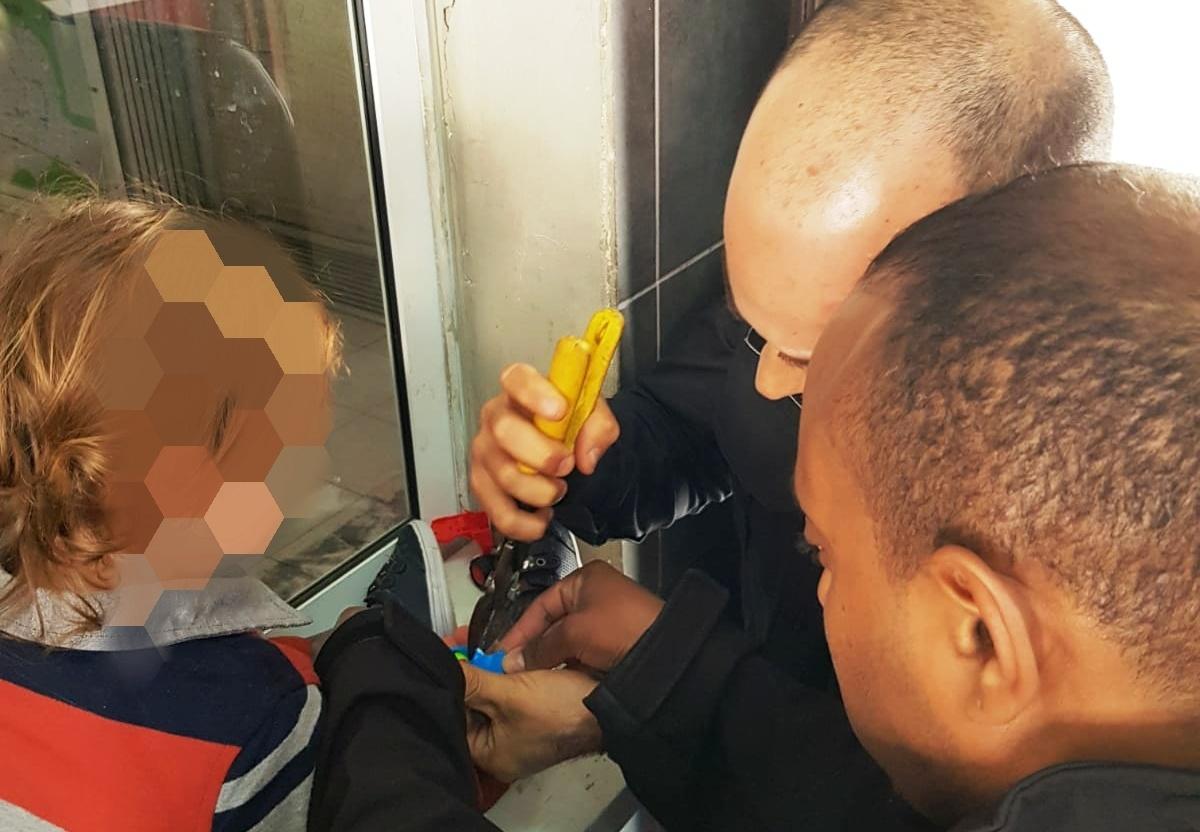 Photo of צעצוע של סיפור לא נעים: האצבע של בן השלוש נלכדה