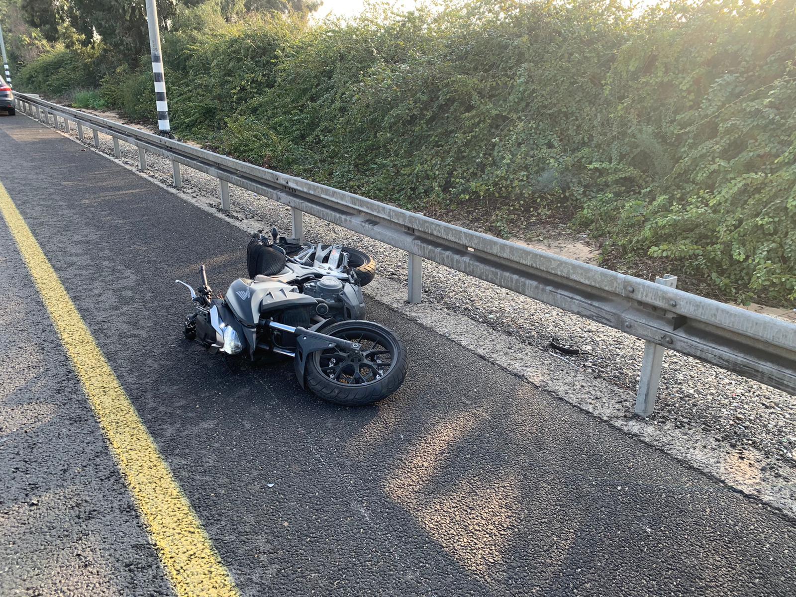 Photo of תאונה קטלנית הבוקר בכביש 40: רוכב אופנוע כבן 44 נהרג סמוך לצומת רחובות מזרח