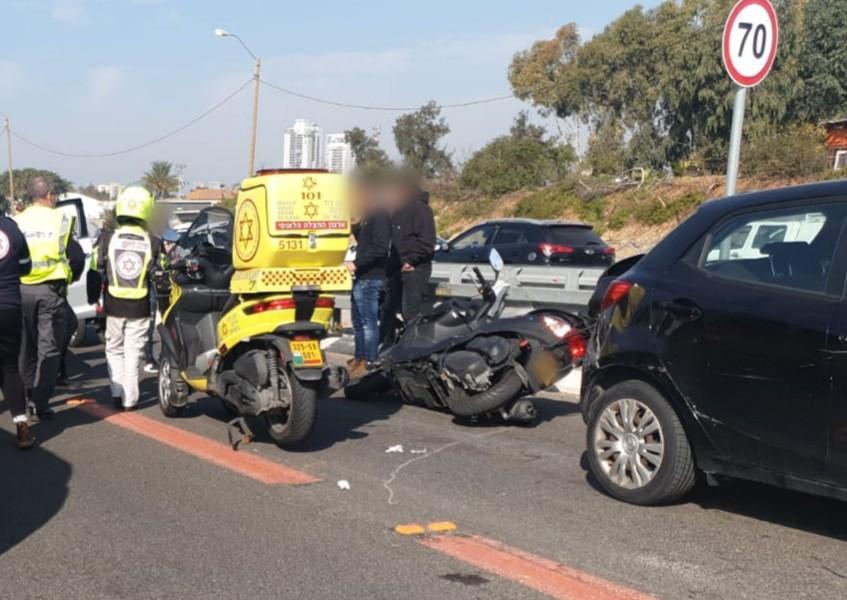 Photo of תאונה קשה סמוך לצומת מסובים. רוכב אופנוע בן 50 במצב קשה לאחר שהחליק ופגע ברכב