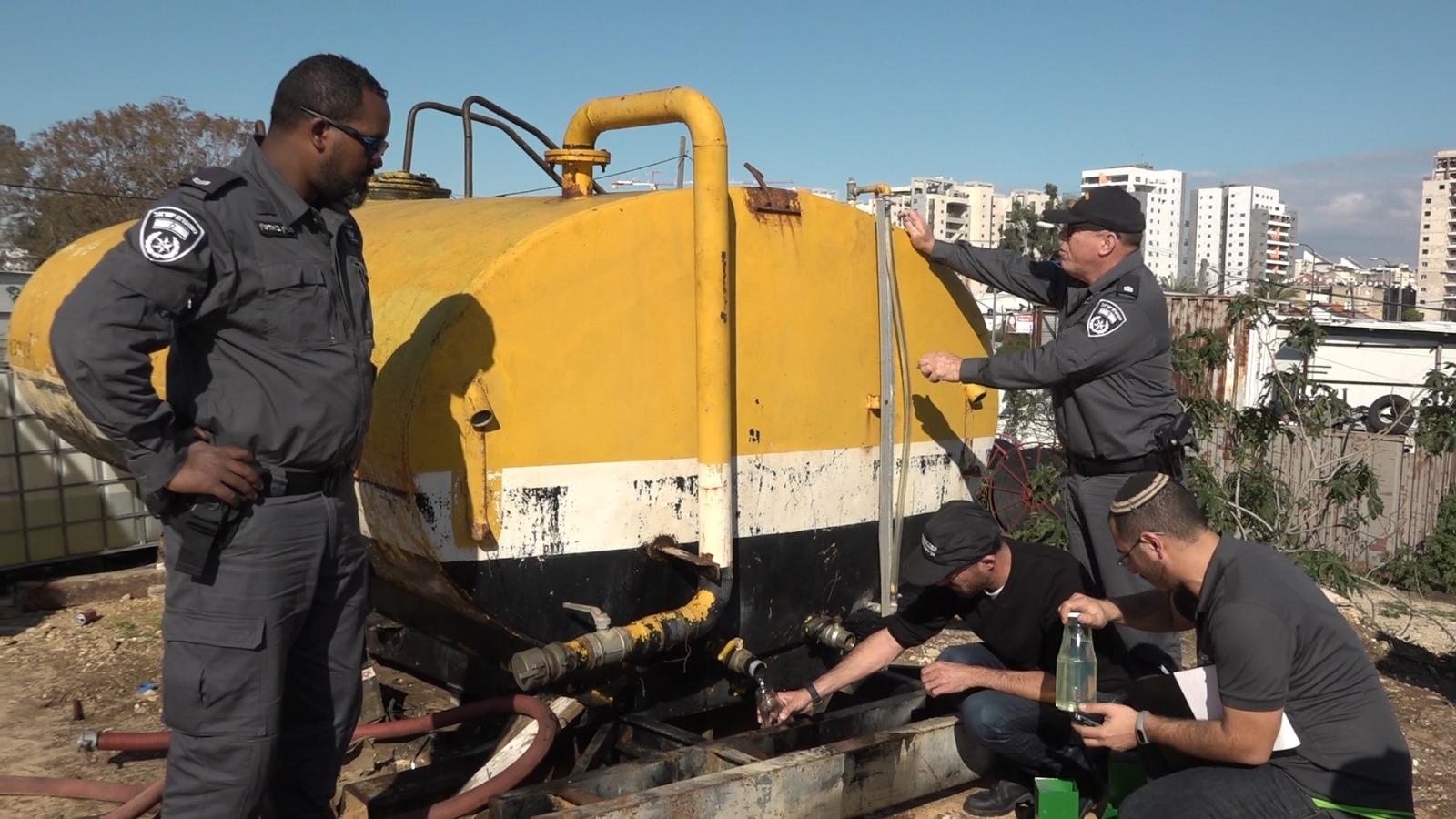 Photo of צפו: מבצע פשיטה גדול וסגירתן של על תחנות דלק פירטיות הפועלות בתוך שכונות מגורים ביהוד ומסכנות חיים
