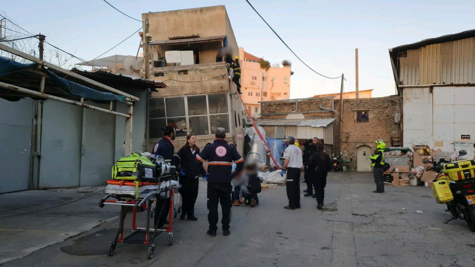 Photo of צפו: 5 בני משפחה חולצו הלילה מבניין שקרס בדרום תל אביב