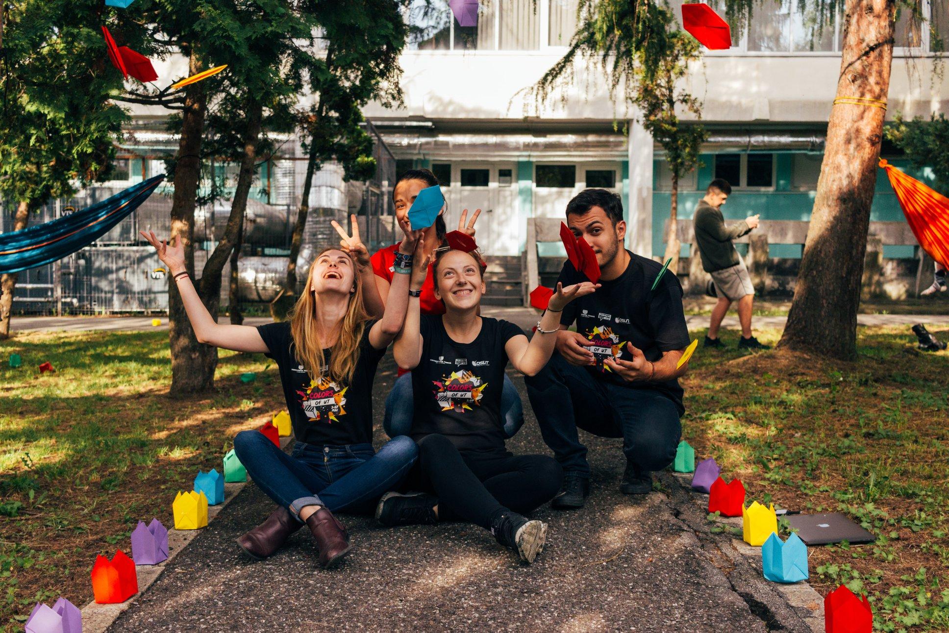 "Photo of מתנדבים בלב פתוח: אגודת הסטודנטים באו""פ משמחת בפורים דיירים בבית אבות"