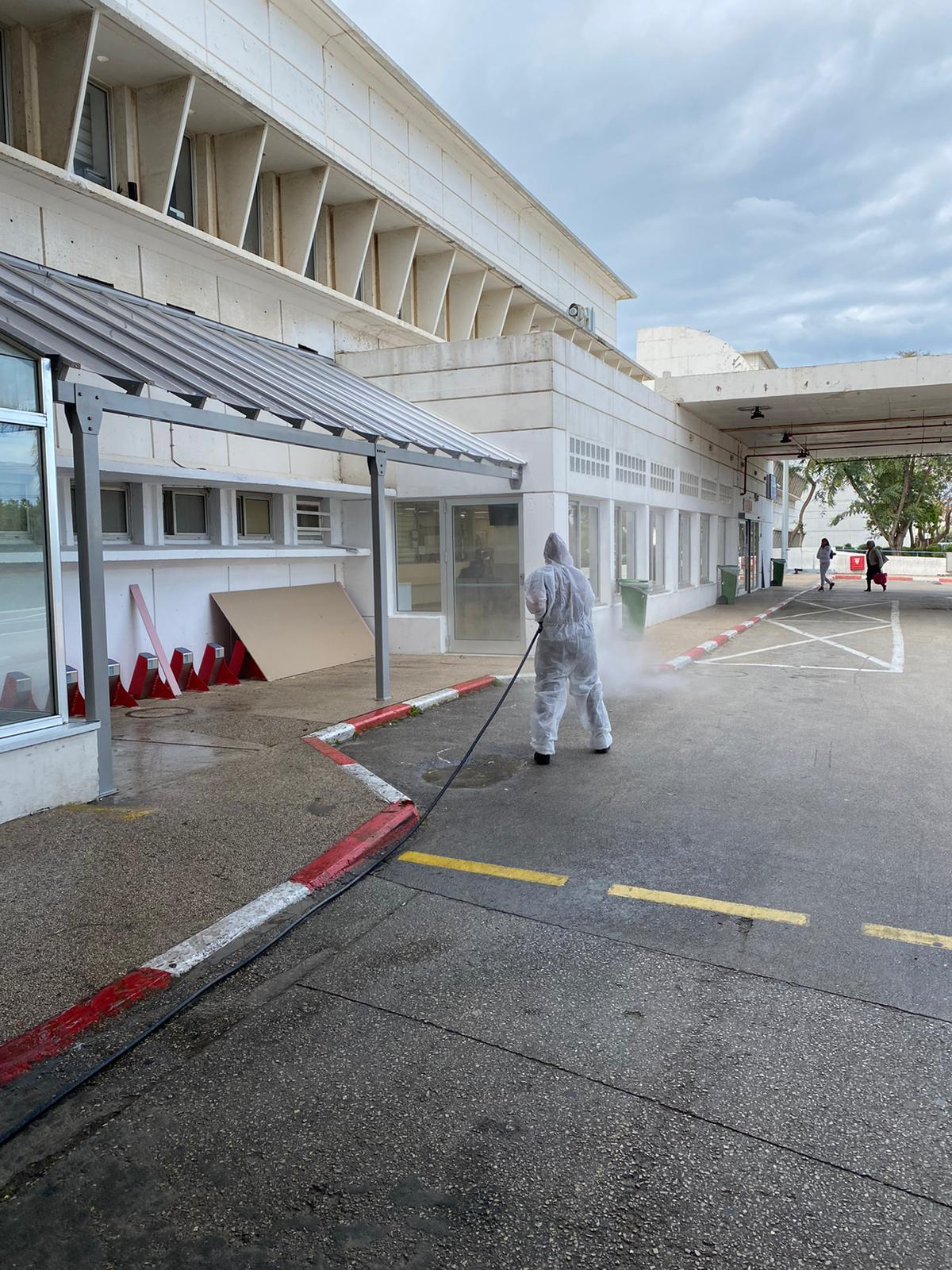 Photo of צפו: בתי החולים וולפסון ואיכילוב ומתחם דרייב אין – אלה שלושת המקומות שחוטאו לטובת התמודדדות עם הקורונה